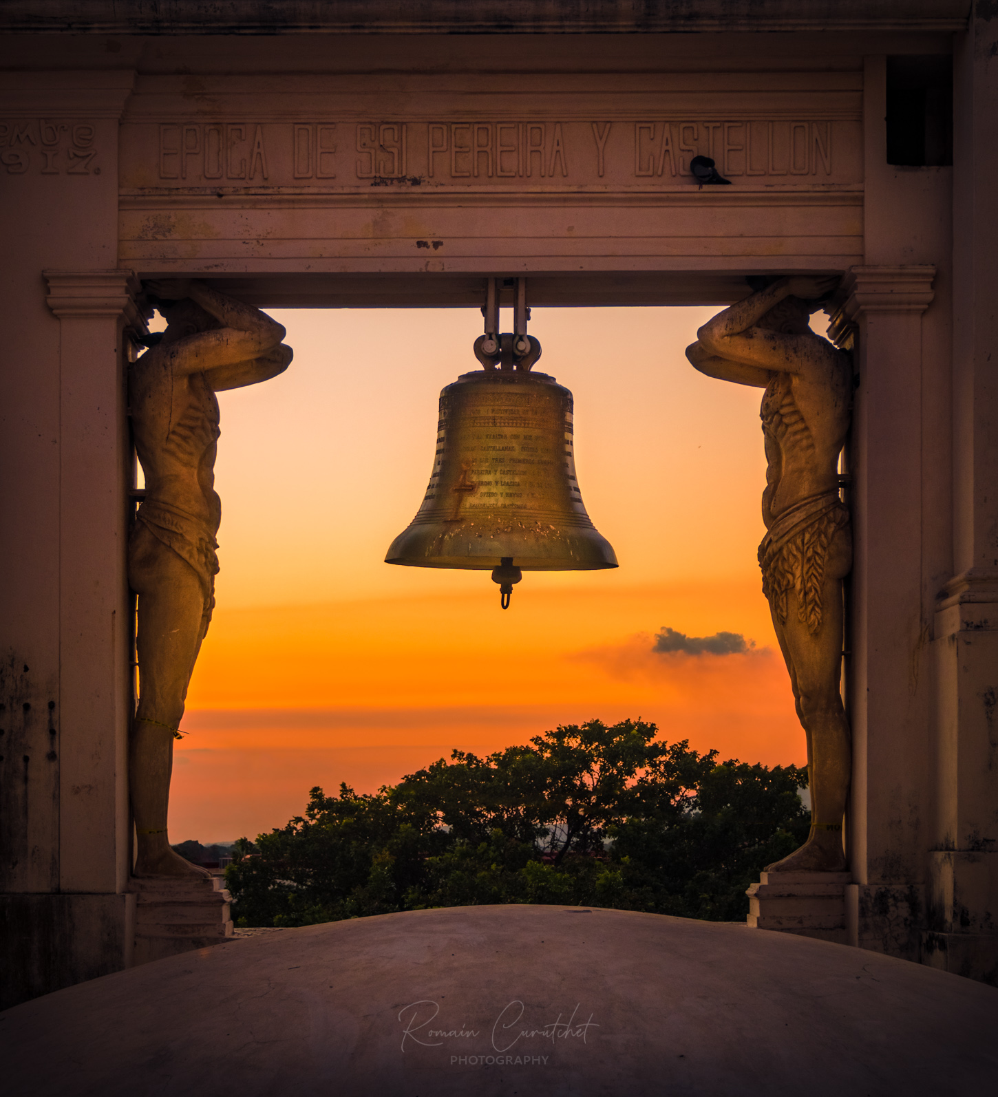 Cathedral bell and gold scupltures on the rooftop of the Leon Cathedral, Nicaragua © Romain Curutchet