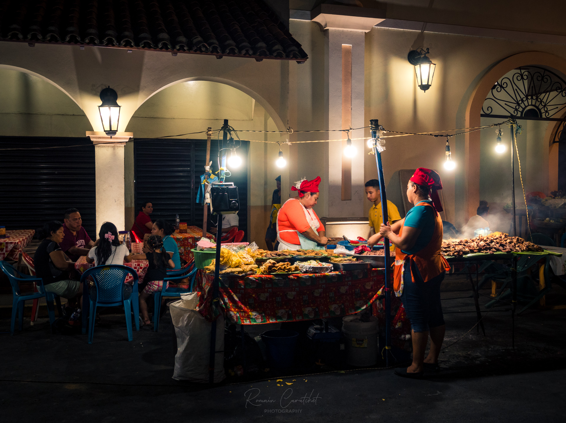Food stall in the streets of Leon, Nicaragua © Romain Curutchet